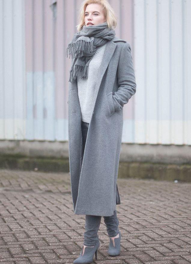фасоны пальто весна 2019: серое миди без застежки