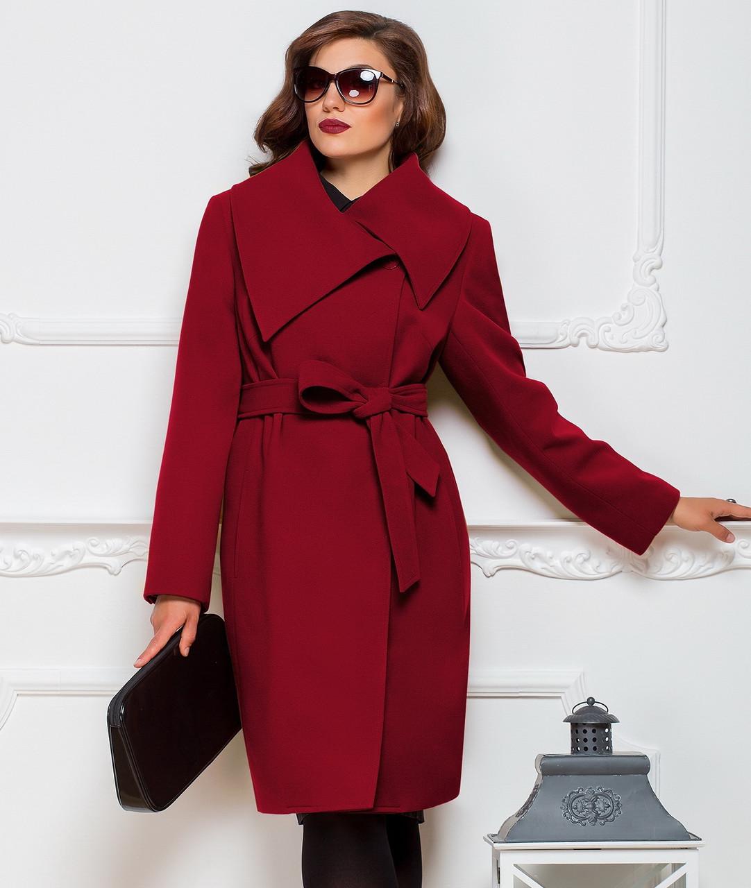 пальто весна 2019: красное с поясом