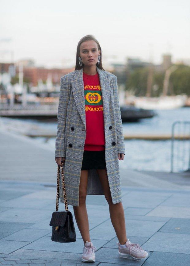 пальто куртки весна 2019: куртка по колено в клетку