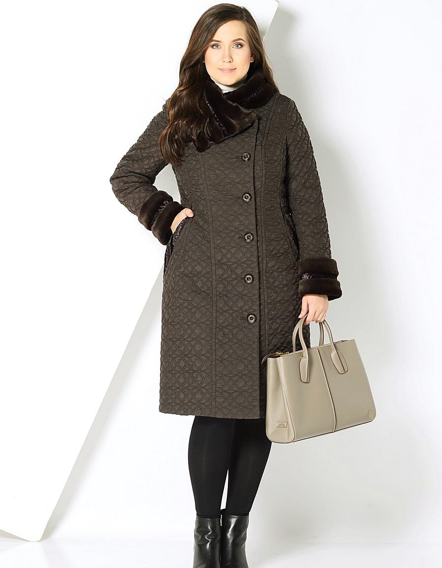 стеганное пальто весна 2019: по колено темное с мехом