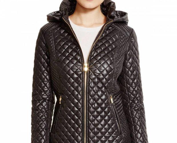 стеганное пальто весна 2019: болоневое черное на змейке