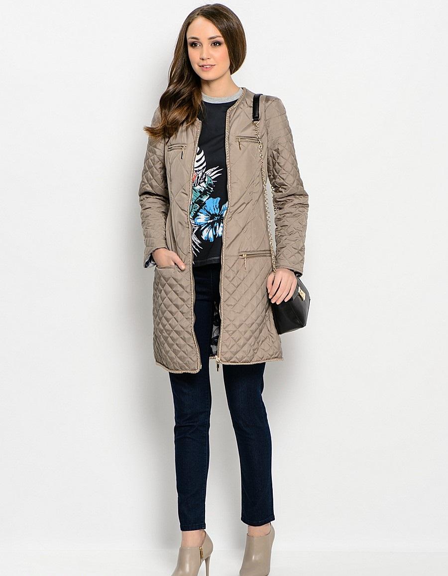стеганное пальто весна 2019: бежевое
