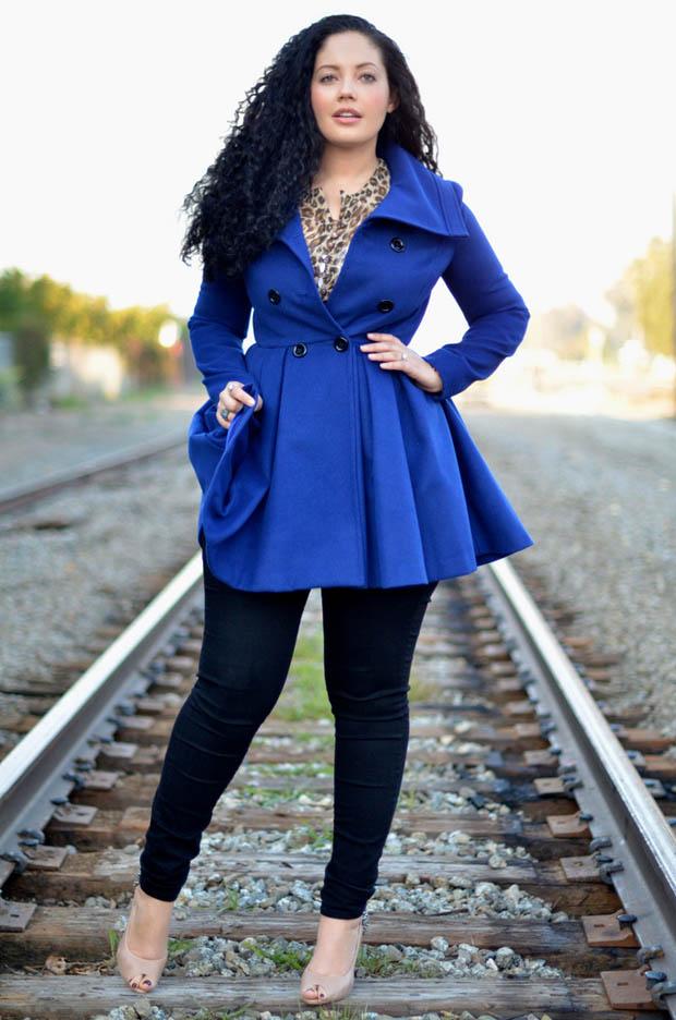 пальто для полных весна 2019: синее с юбкой