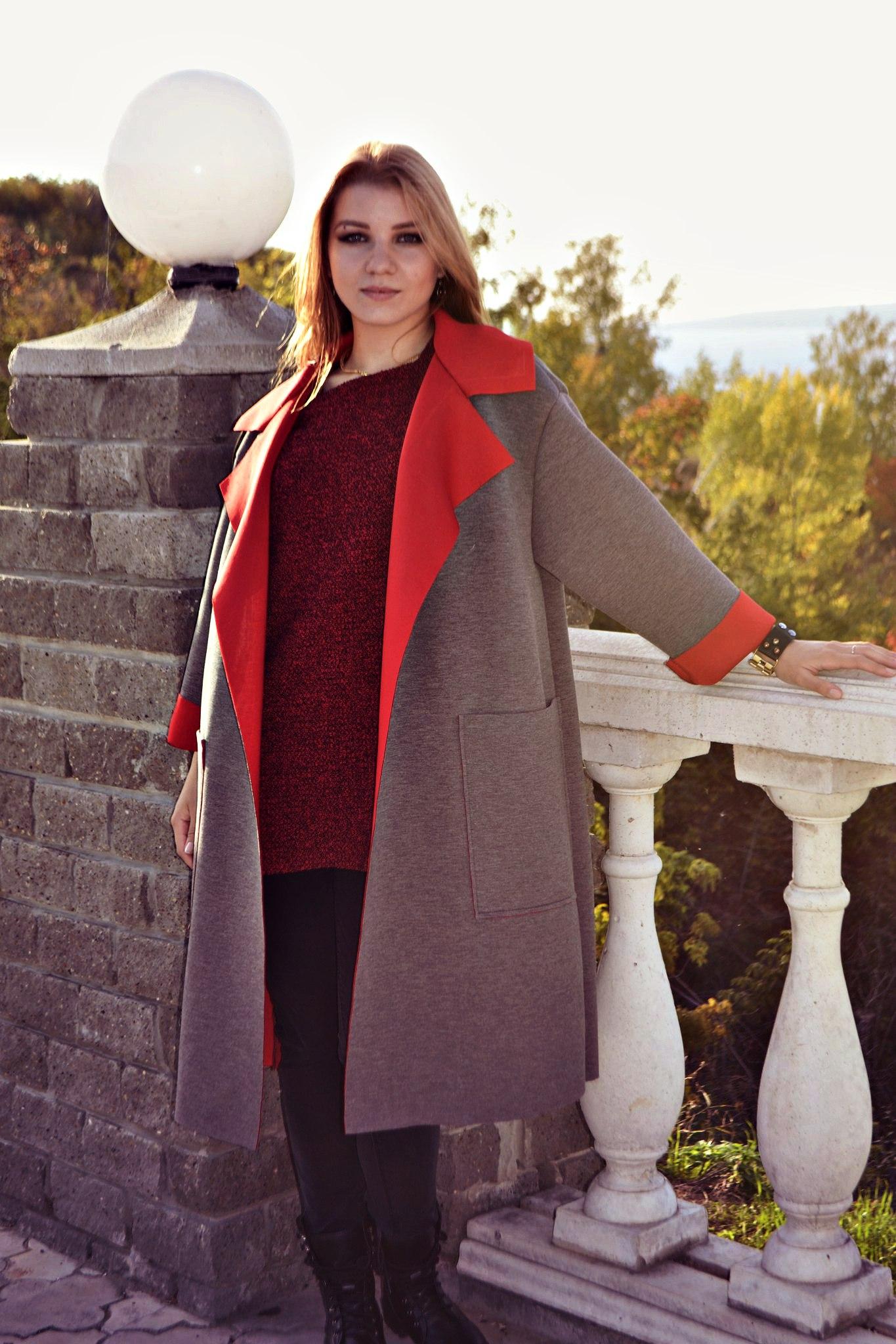 пальто для полных весна 2019: без застежки серое с красным