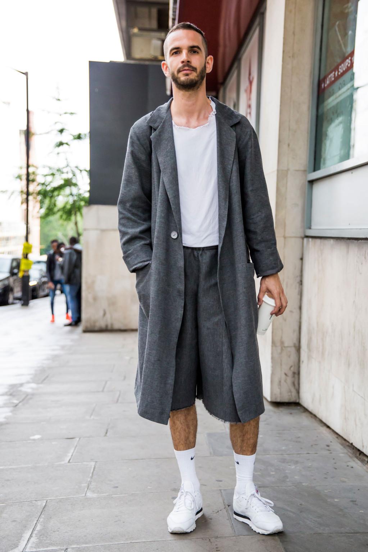 пальто мужское весна 2019: серое миди