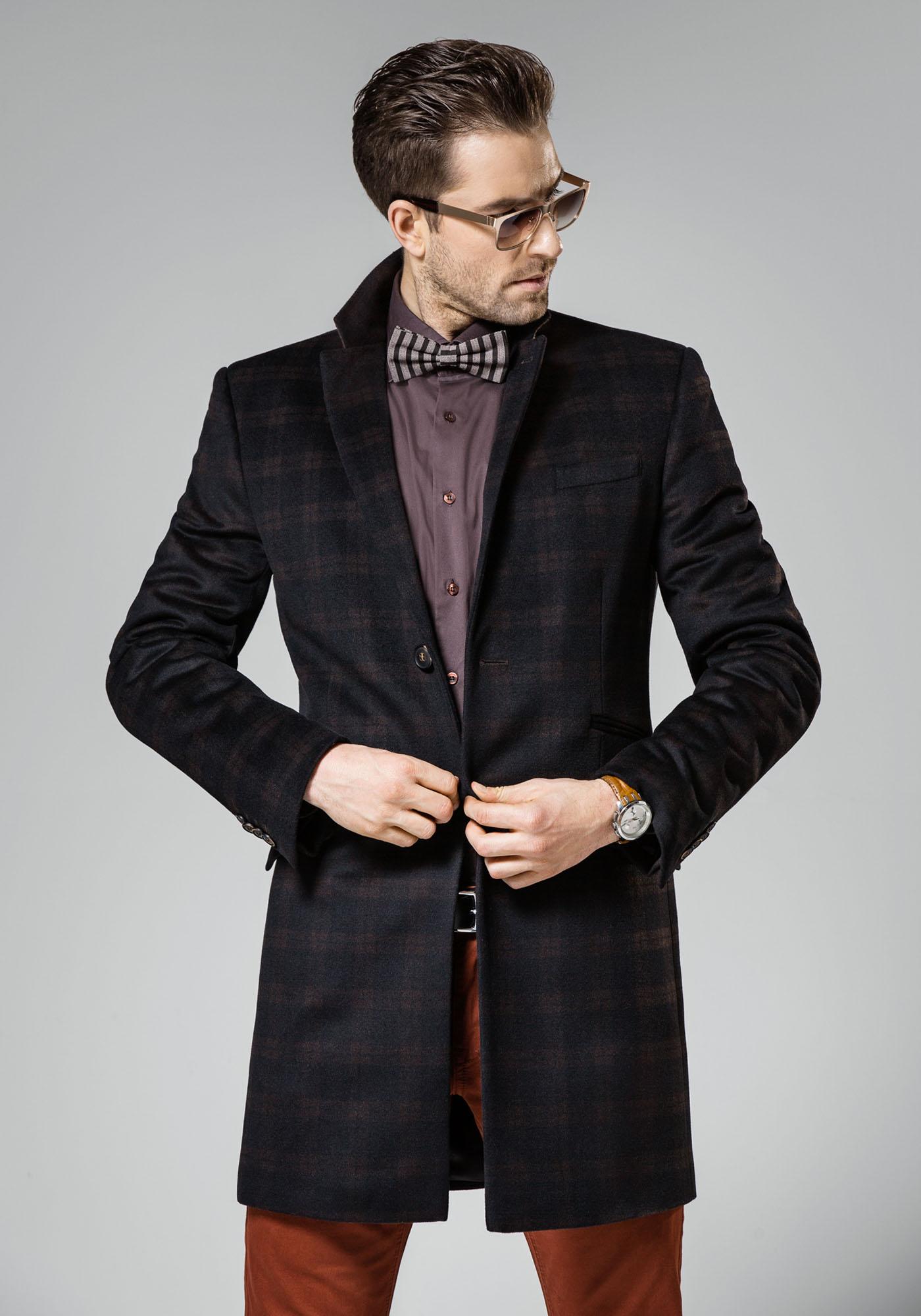 пальто мужское весна 2019: темное в клетку