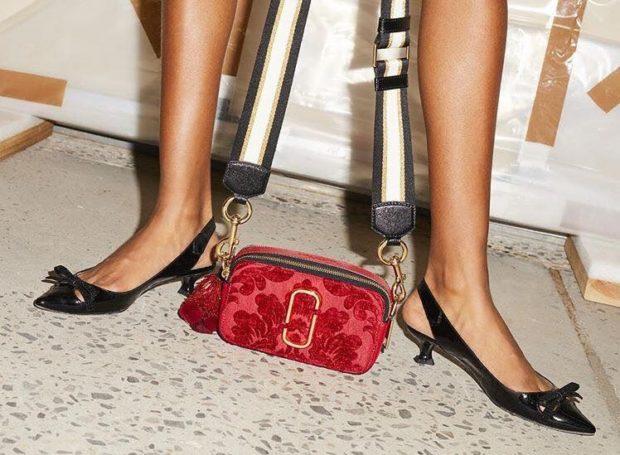 женские сумки 2018 года модные тенденции фото: маленькая красная