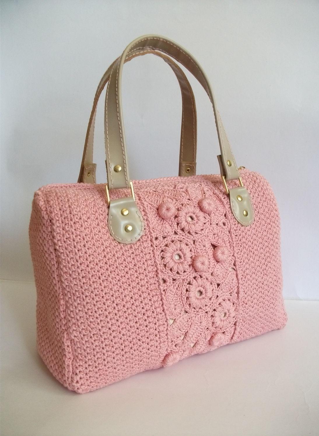 модные сумки лето 2019: розовая вязаная с узором