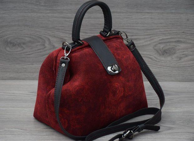 модные сумки весна лето 2019: красная с розами форма чемоданчика