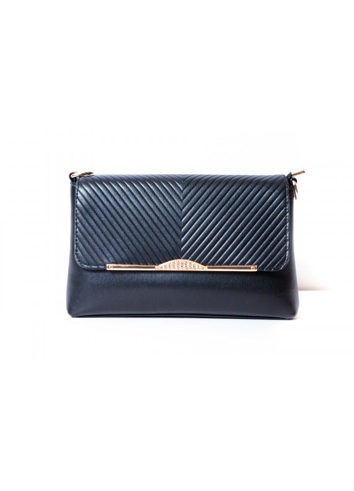 мода сумок лето 2019: клатч темно-синий