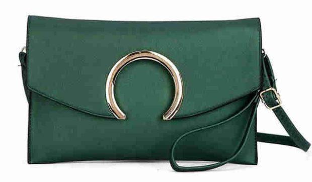мода сумок лето 2019: клатч зеленый с металлической застежкой