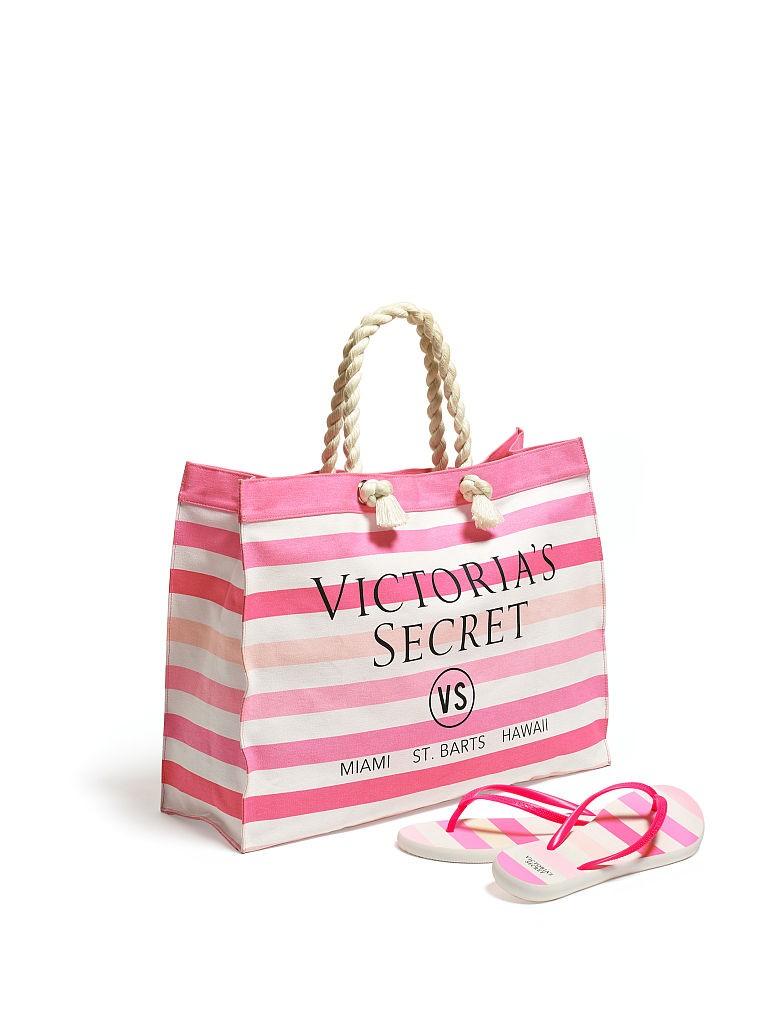 сумки 2018 года модные тенденции: пляжная розовая с белым в полоску