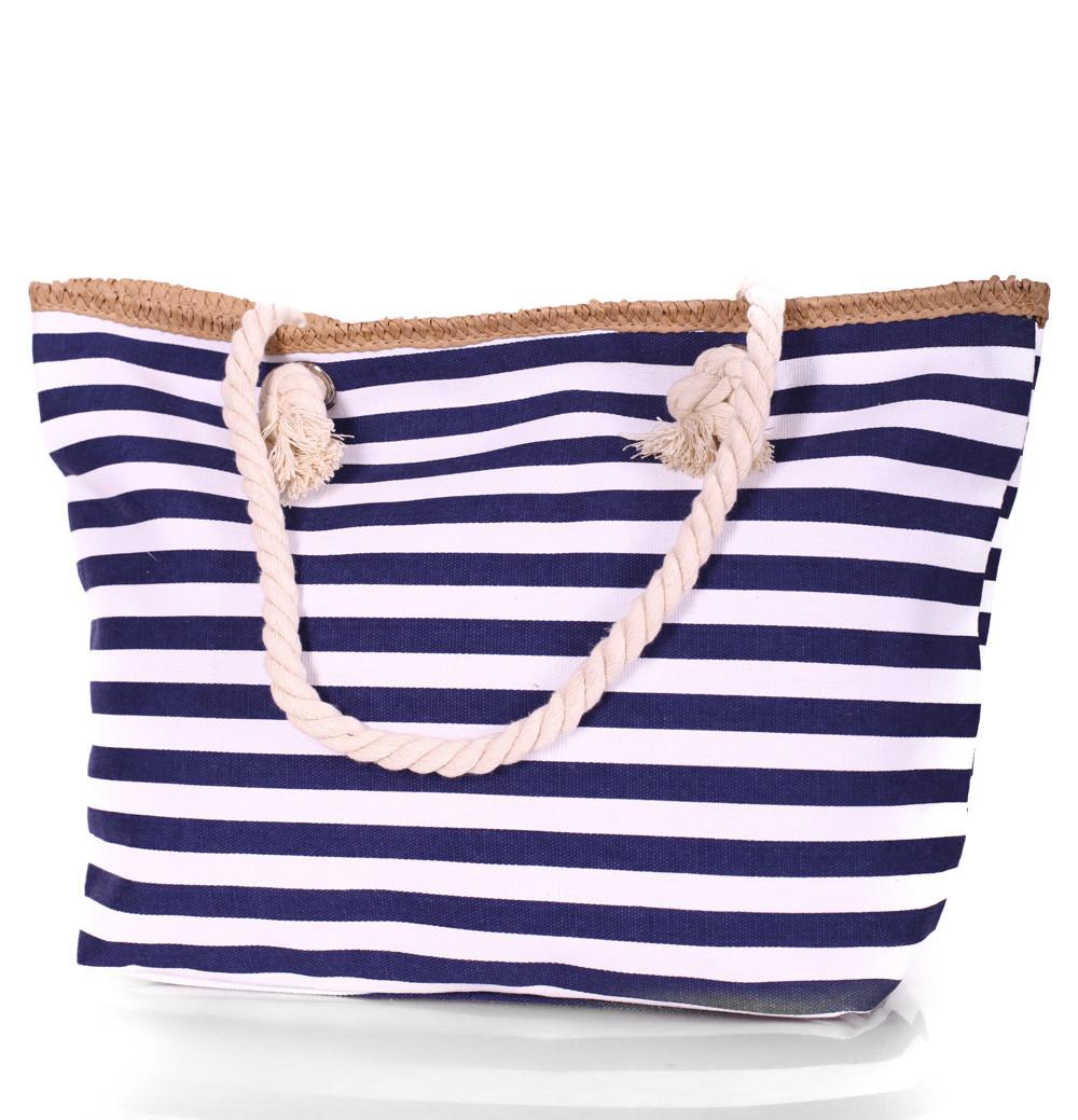 сумки 2018 года модные тенденции: пляжная синяя с белым в полоску