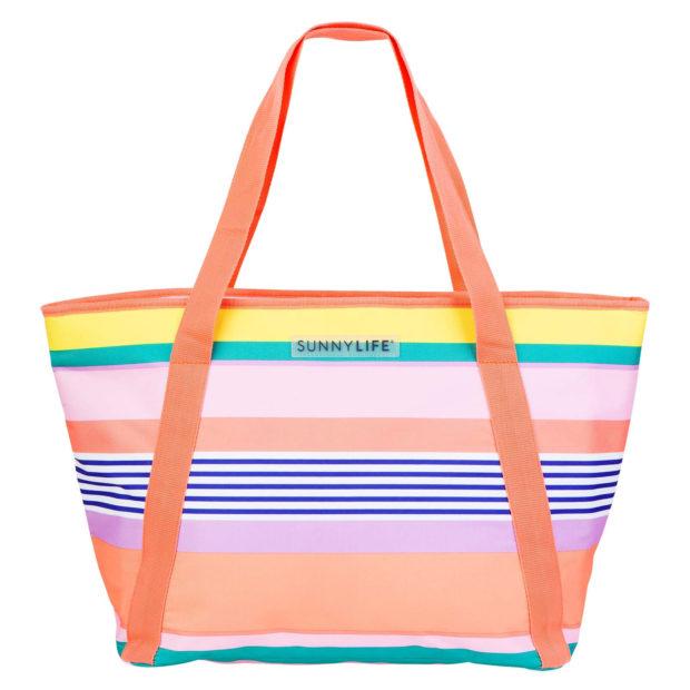 сумки 2018 года модные тенденции: пляжная яркая в полоску