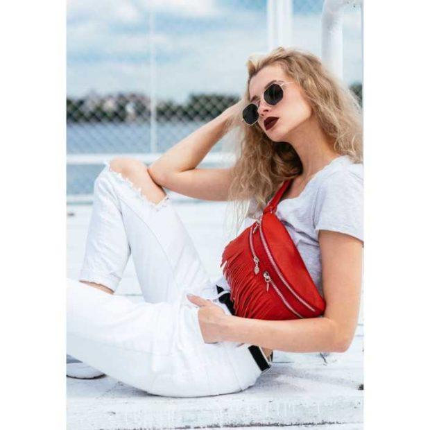 модные сумки весна лето 2019: на пояс красная с бахромой