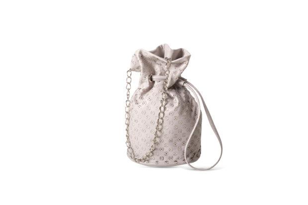 модные сумки весна лето 2019: мешок маленькая белая
