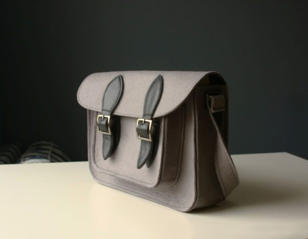 модные сумки весна лето 2019: сэтчел серая с черным