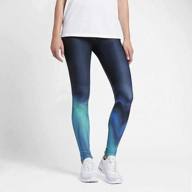женские брюки весна лето 2019: тайтсы синие с разводами