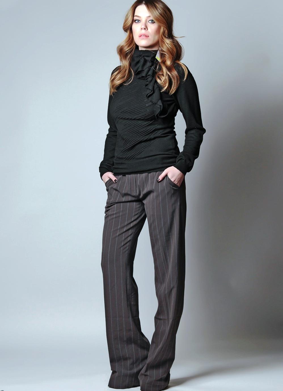 женские брюки весна лето 2019: классические темные в белую полоску