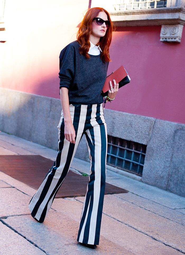 женские брюки весна лето 2019: клеш от колена полоска белая с черным