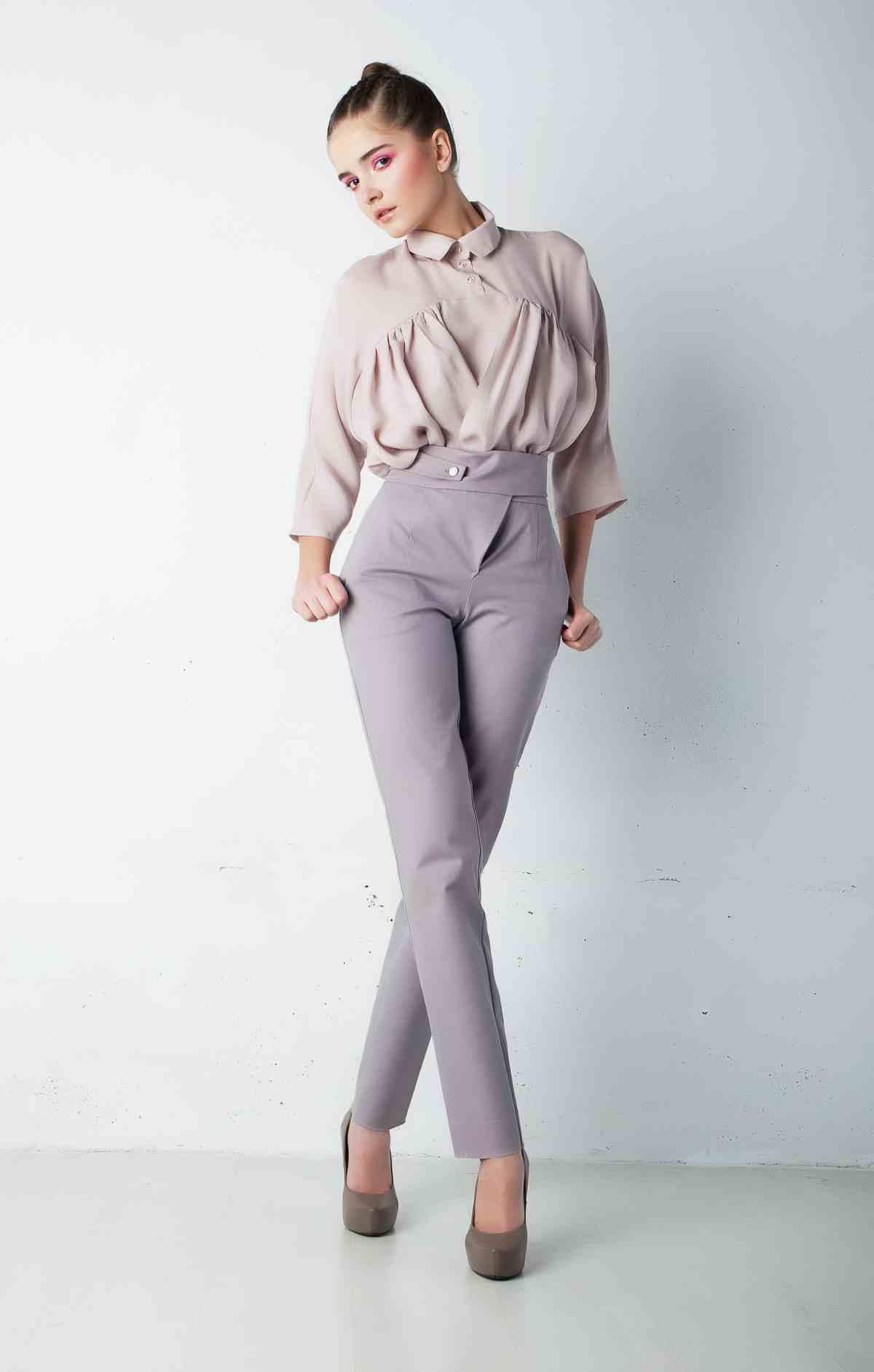 модные женские брюки весны лета 2019: прямые серые с высокой талией