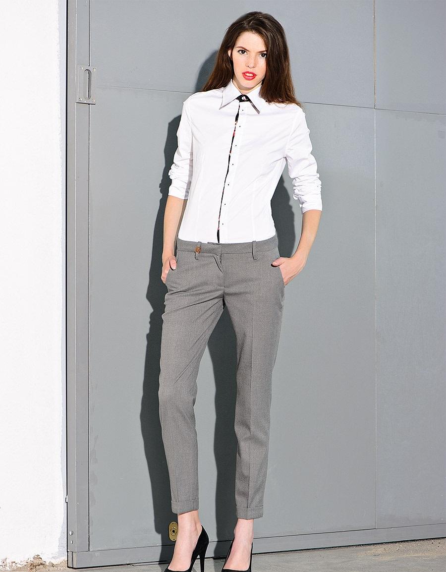 модные женские брюки весны лета 2019: зауженные серые