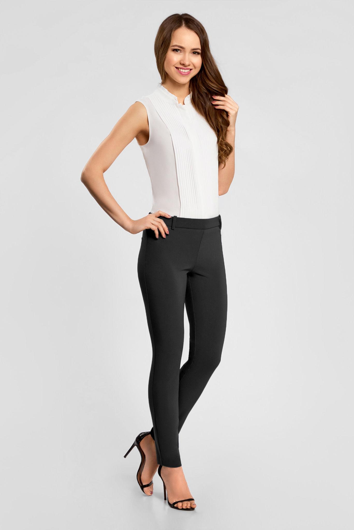 модные женские брюки весны лета 2019: зауженные черные