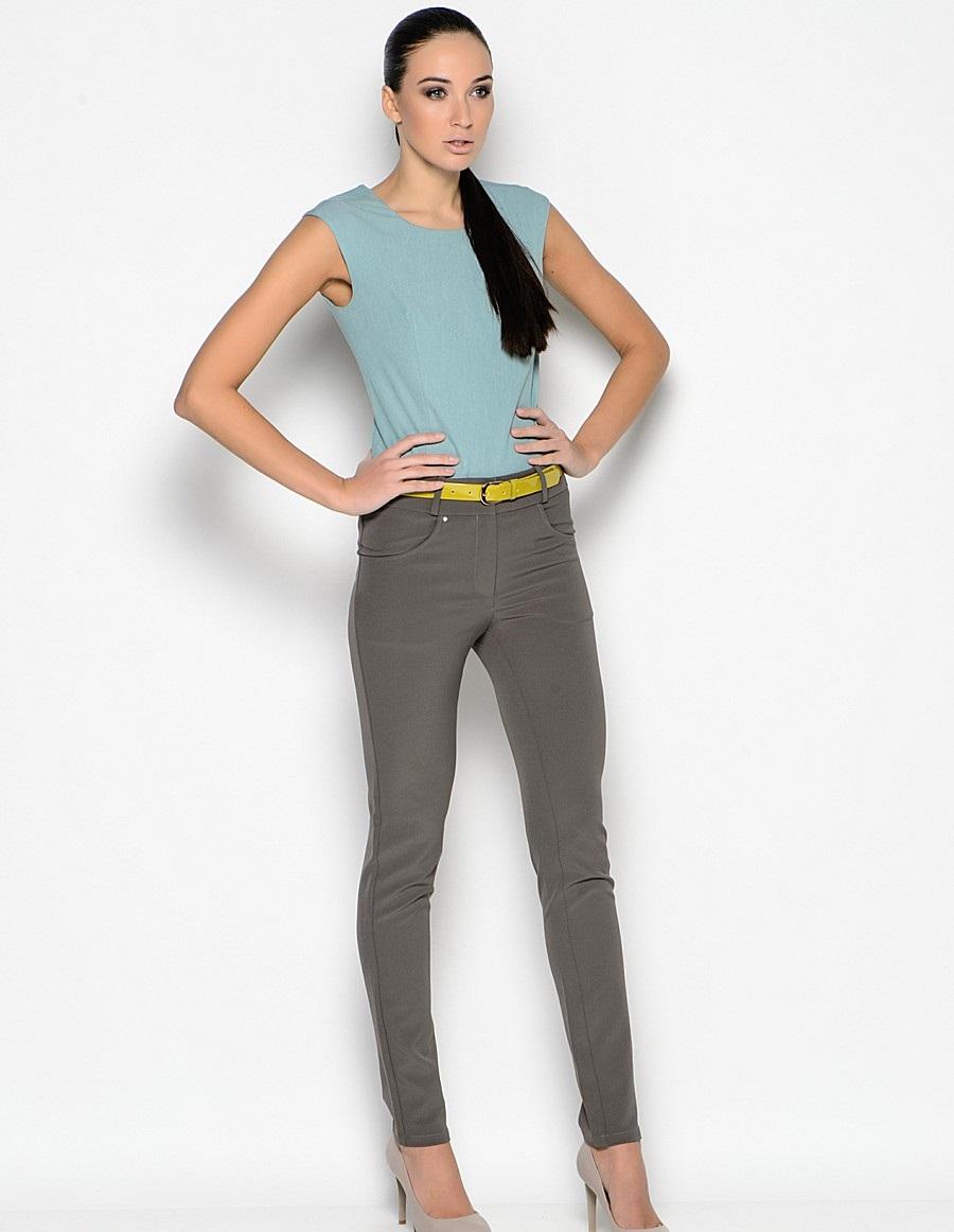 модные женские брюки весны лета 2019: зауженные серо-зеленые