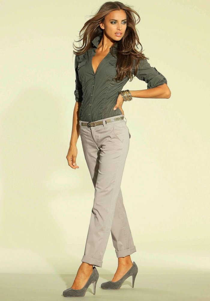 модные женские брюки весны лета 2019: чинос серые