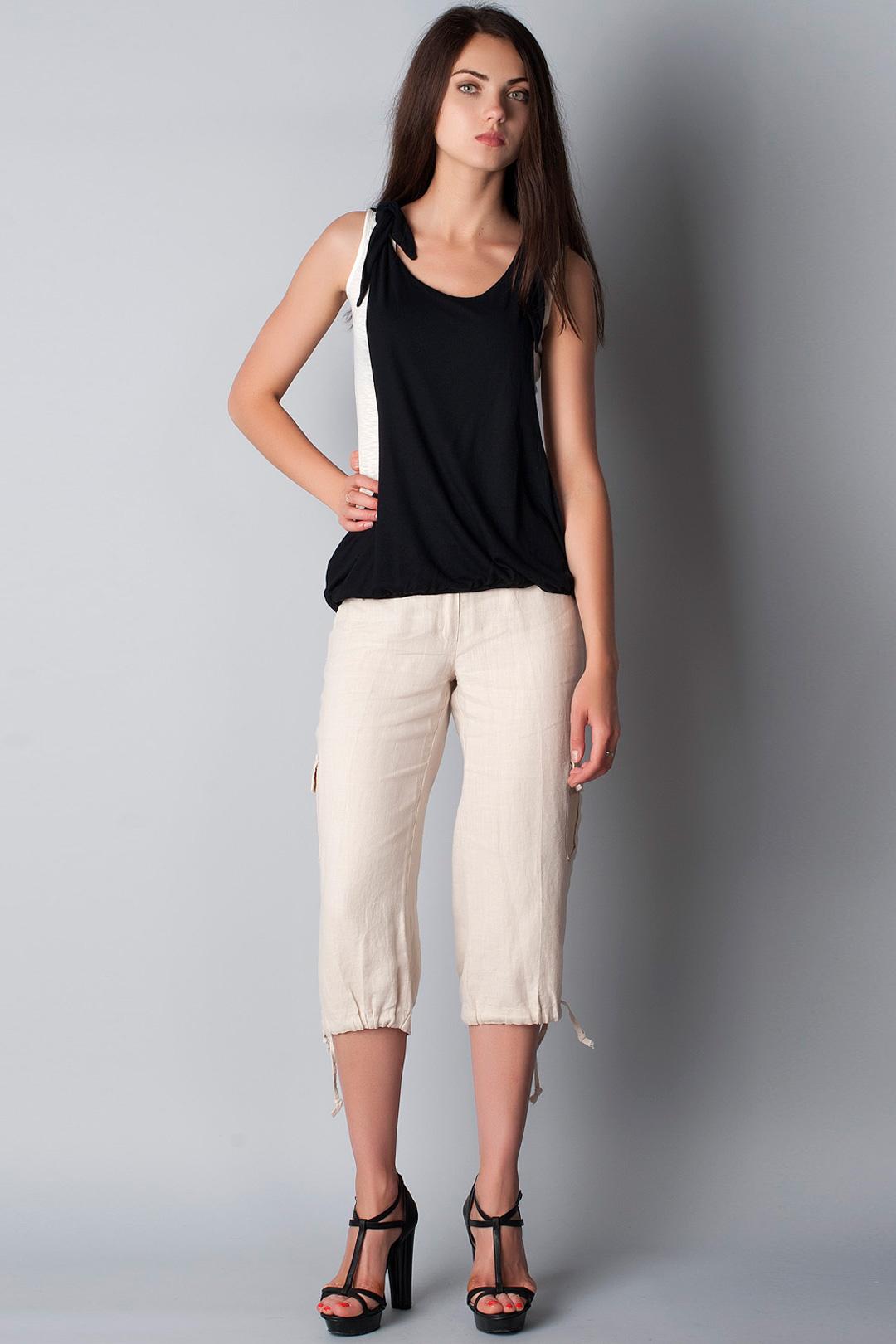 брюки весна лето 2019 года модные: капри светлые с завязками внизу