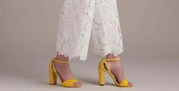 модные тенденции весна лето 2019: босоножки яркие желтые