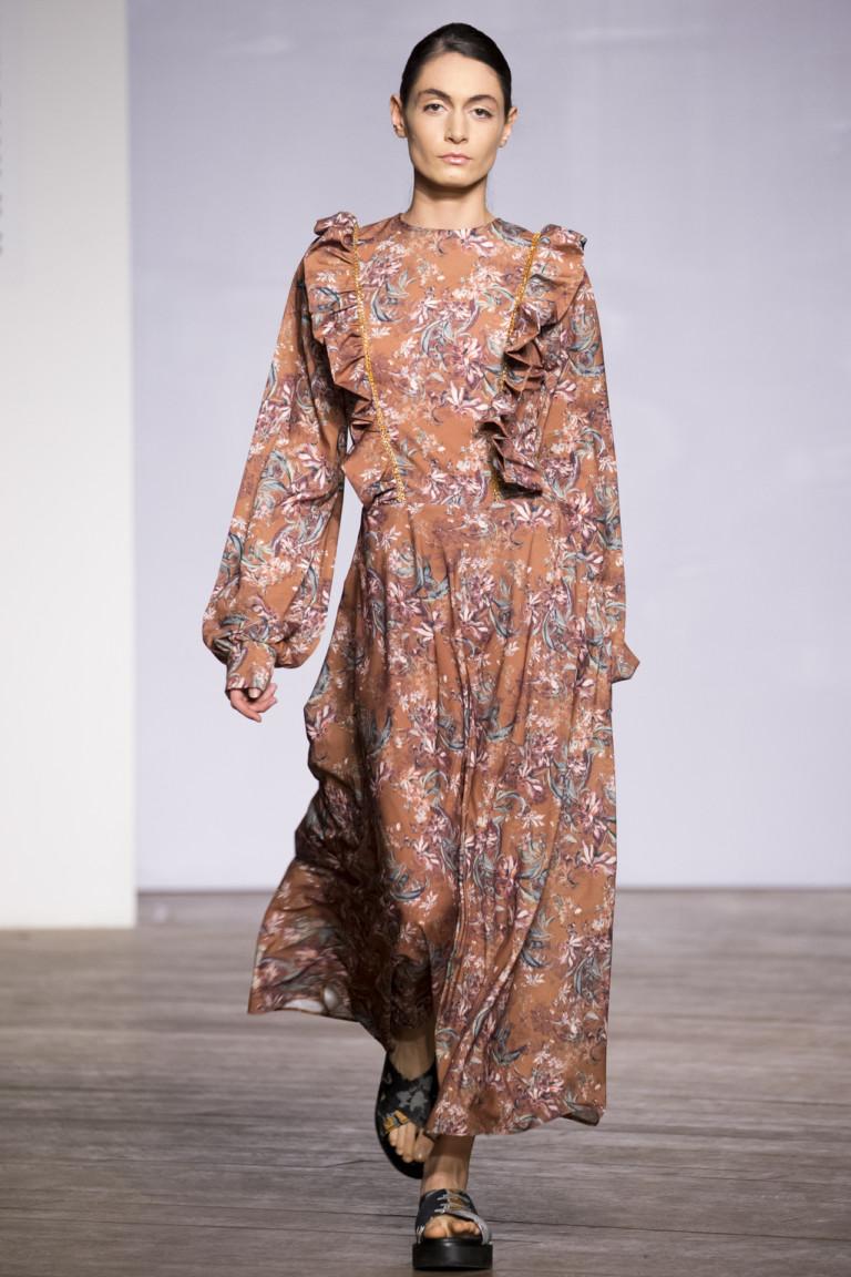модные тенденции весна лето 2019: платье длина макси рукав колокол в цветы