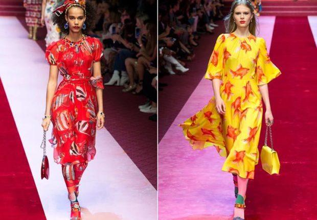модные тенденции весна лето 2019: платье красное в рисунок рыбка желтое рукав-колокол