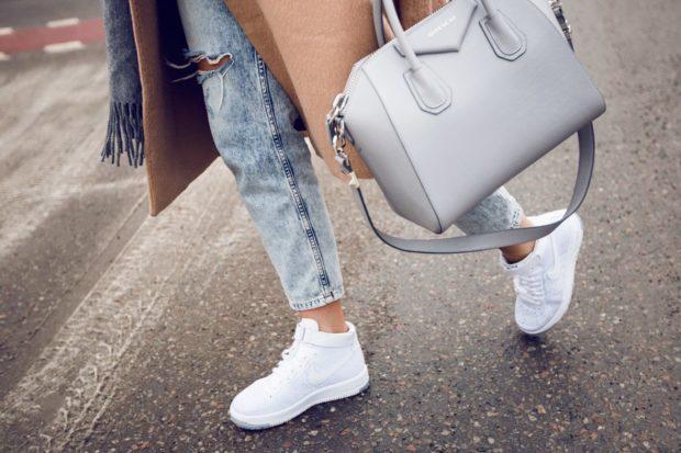 модные тенденции весна лето 2019: белые кроссовки высокие