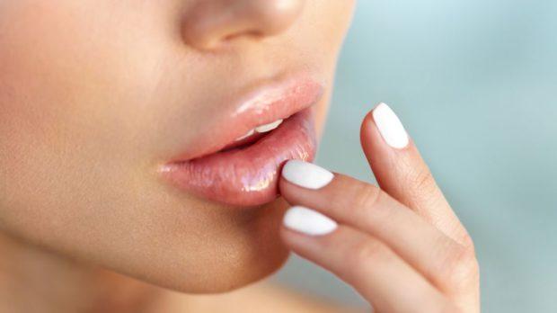 влажные губы натуральные