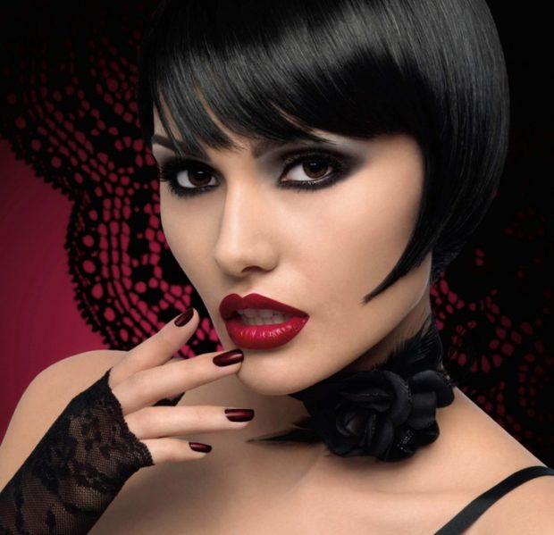 яркий макияж растушевка глаз смоки-айс губы красные