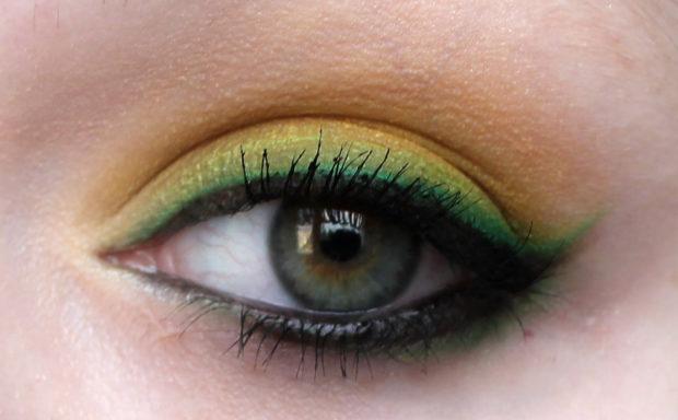 стрелка по внутреннему веку черная тени зеленые с желтым