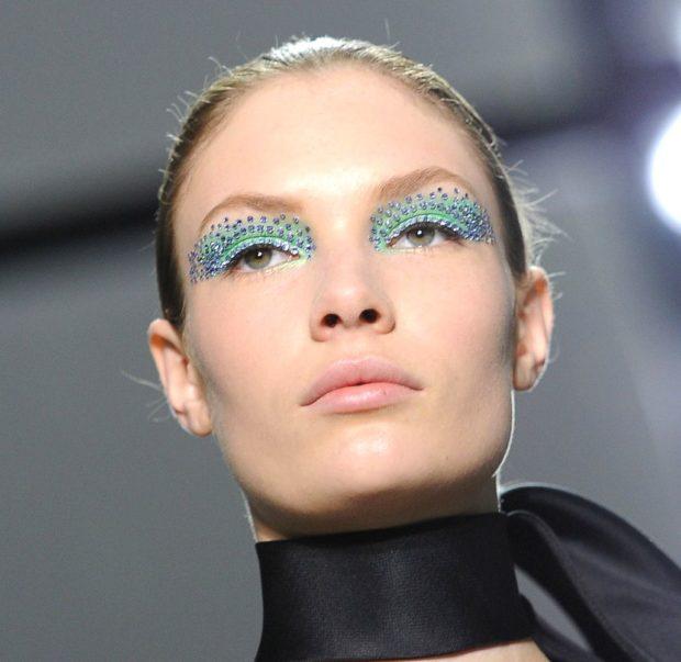 макияж со стразами тени