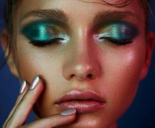 влажные губы тени яркие зеленые