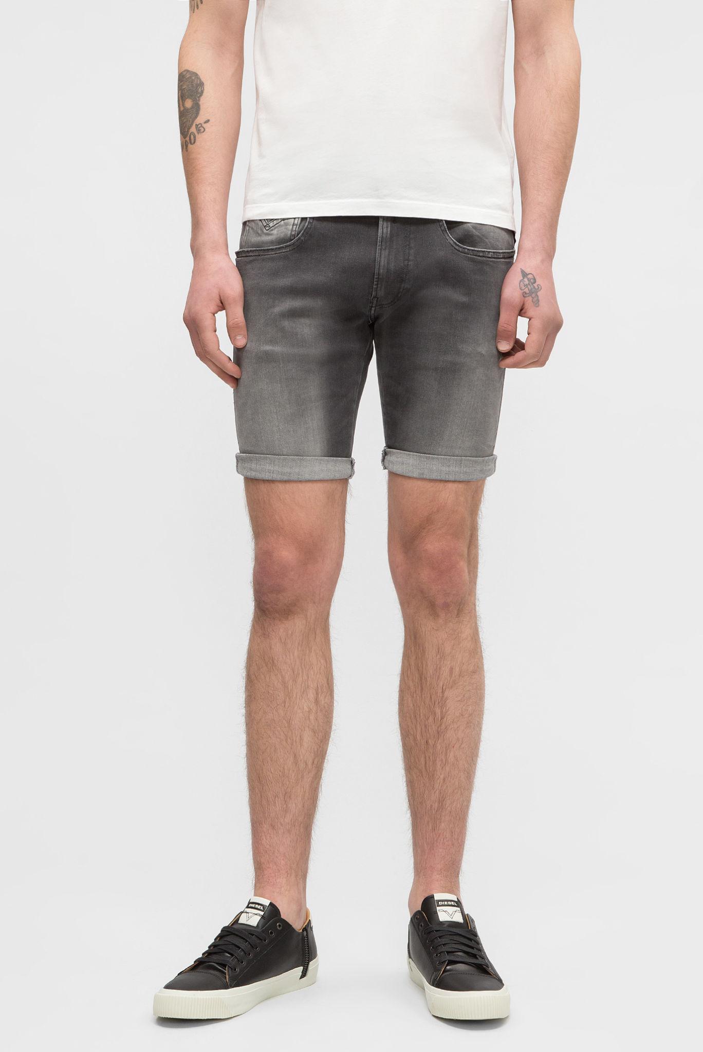 серые джинсовые шорты короткие