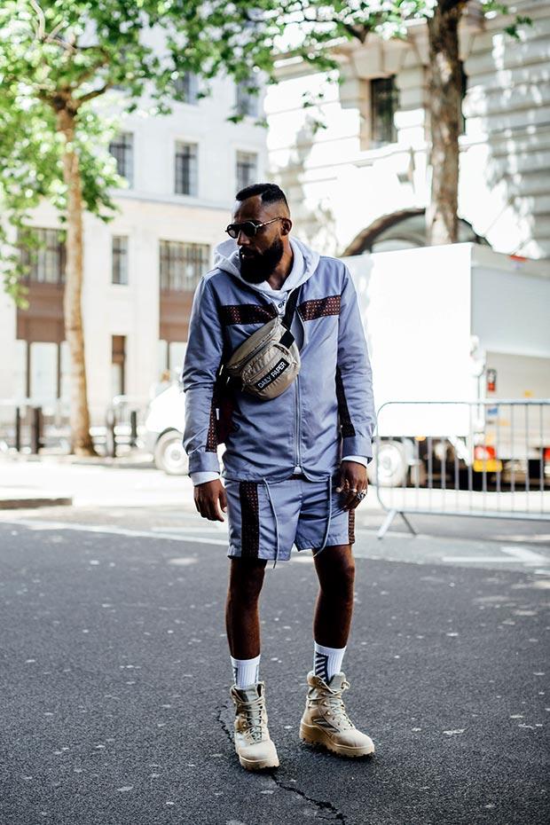 тенденции мужской моды весна лето 2019: спортивный стиль серые шорты и толстовка