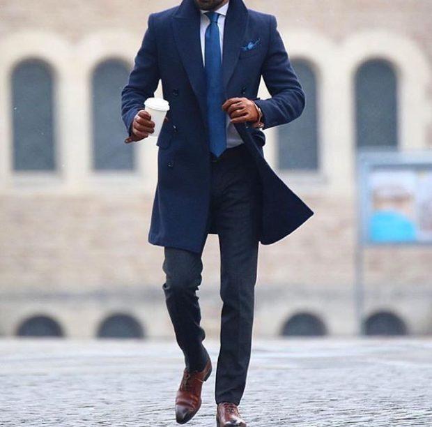 мужская мода весна 2019: синее пальто под брюки черные