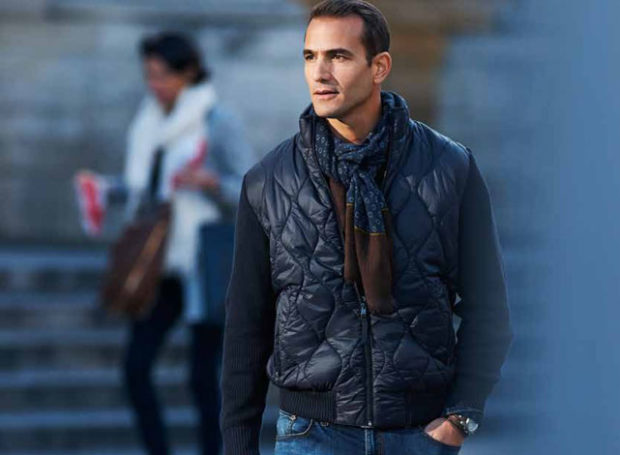 синяя стеганая куртка весенняя шарф синий