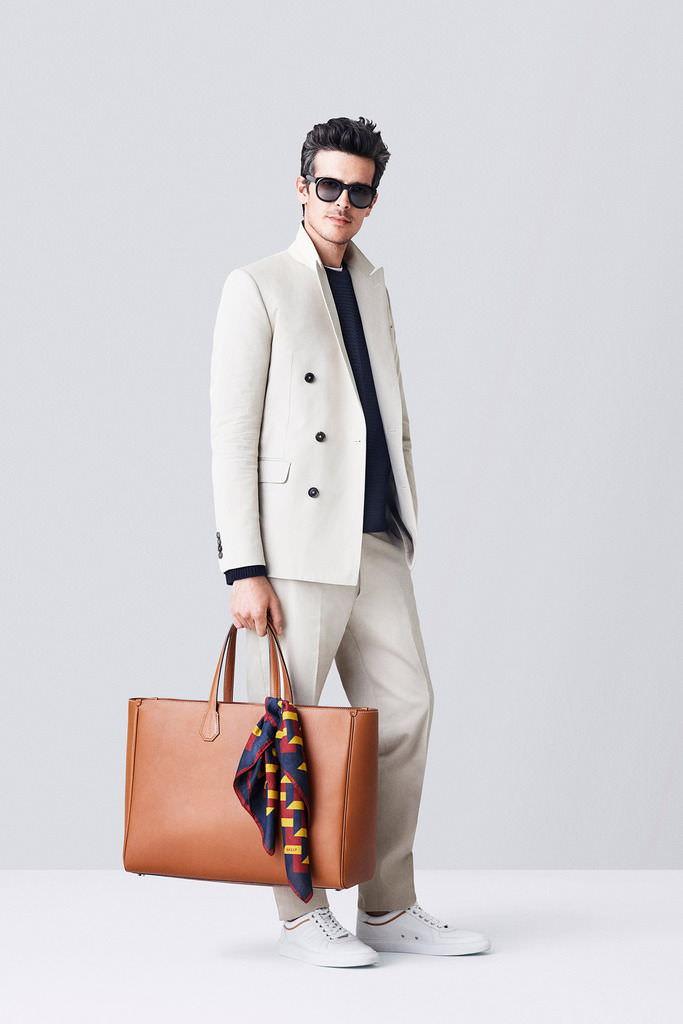 мужская мода весна 2019: белый пиджак и брюки под кеды