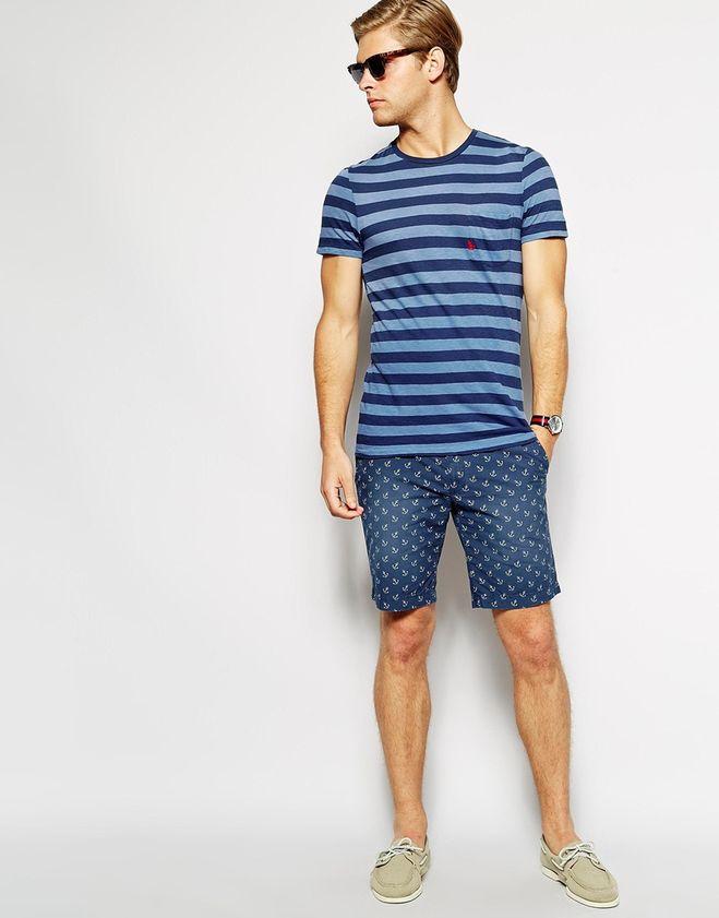 мужская мода 2019 весна лето: синие шорты под полосатую синюю футболку