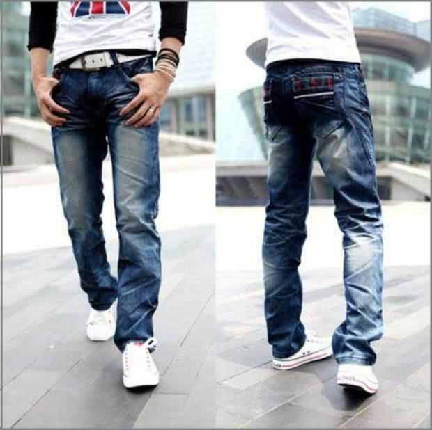 синие потертые джинсы