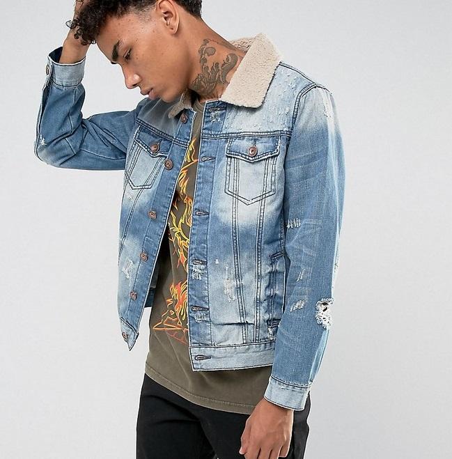 светлая джинсовая курточка потертая