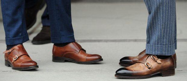 коричневые туфли с застежками