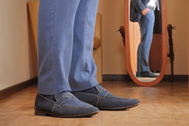 мужская мода весна 2019 основные тенденции: туфли синие сетка