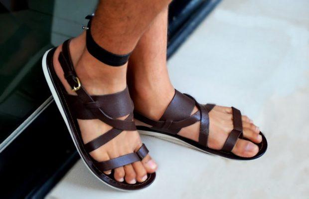 мужская мода весна 2019 основные тенденции: сандалии коричневые
